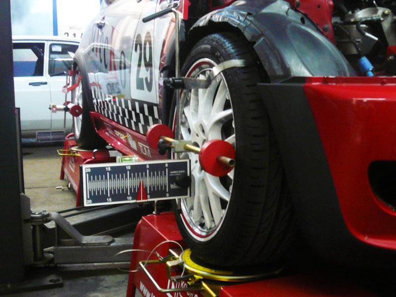 Fahrwerksabstimmung beim MINI Cooper S Challenge Car